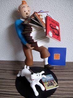 Kuifje - Beeld - Kuifje met  boeken - (2014)