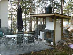 Takkatiimin ulkotakka / kesäkeittiö  Outside fireplace Outdoor Tables, Outdoor Spaces, Outdoor Decor, Amai, Log Homes, My Dream, Backyard Ideas, Garden Ideas, Pergola