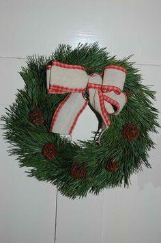 Männyn havuista tehty kranssi Christmas Wreaths, Holiday Decor, Home Decor, Decoration Home, Room Decor, Advent Wreaths, Interior Decorating