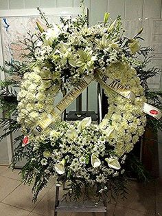 Like the design, not the flowers combo. Condolence Flowers, Sympathy Flowers, Casket Flowers, Funeral Flowers, Funeral Floral Arrangements, Flower Arrangements, Flower Centerpieces, Flower Decorations, Funeral Sprays
