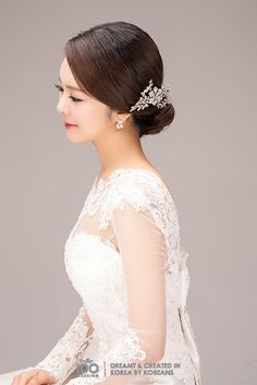 Are you a bride who love graceful look or playful and romantic look ? Then you can try these Korean H