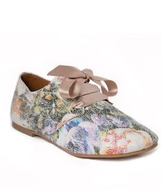 NAE Gracia Vegan Oxfords are made from ecological microfiber and recycled thermoplastic outsole. The floral print is perfect for the spring/summer!