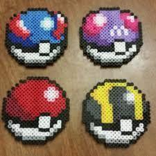 Resultat d'imatges de hama beads pokeball