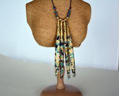 Collier plastron en perles de tissu bleu clair et bleu foncé : Collier par…