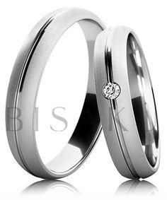 B18 Snubní prsteny z bílého zlata celé v saténově matném provedení s lesklou drážkou uprostřed prstene. Dámský prsten zdobený kamenem. #bisaku #wedding #rings #engagement #svatba #snubni #prsteny