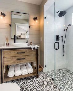 25 Stunning Farmhouse Bathrooms. Design and style your bathroom with these farmhousestyle design tips. Wood, designed tiles, glass showers, open concept bathrooms and lots of inspiration. #bathroom #design #designideas #interiors #Home #homedecor #homedecorideas #farmhouse #farmhouse #farmhousedecor #decoração #decoracion #decor #deco #interiordesignideas #diy #whitedecor