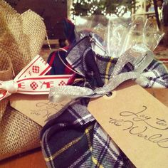 Wrap holiday cookies in tartan plaid fabric and tie with glitter ribbon!  (celesteandpearl.blogspot.com)