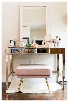 Make Up Vanity for Bedroom Beautiful Makeup Vanity Rose Gold Vanity Pink Vanity Home Decor Bedroom, Diy Home Decor, Quirky Bedroom, Bedroom Ideas, Bedroom Scene, Bedroom Designs, Bedroom Furniture, Built In Dressing Table, Decor Interior Design