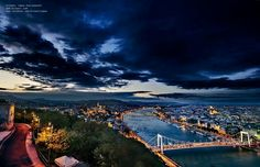 Puesta  de sol después de una tormenta Heart Of Europe, I Want To Travel, Budapest Hungary, Great Stories, Our World, Oh The Places You'll Go, Airplane View, Around The Worlds, City