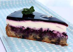 Recept s fotopostupom na fantastickú čučoriedkovú tortu, ľahkú čo do chuti aj prípravy. Postačí vám čučoriedkový džém a kompót.