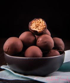 Almost Maltesers with Thermomix Instructions. They are simple, delicious and free from gluten, grains, dairy, egg and refined sugar. Paleo Treats, Healthy Snacks, Healthy Recipes, Healthy Baking, Free Recipes, Gourmet Recipes, Whole Food Recipes, Cooking Recipes, Paleo Dessert