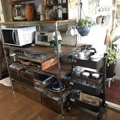 Kitchen Organisation, Diy Kitchen Storage, Home Organization Hacks, Basement Kitchen, Apartment Kitchen, Kitchen Interior, Stainless Steel Shelving, Counter Design, Cozy Room