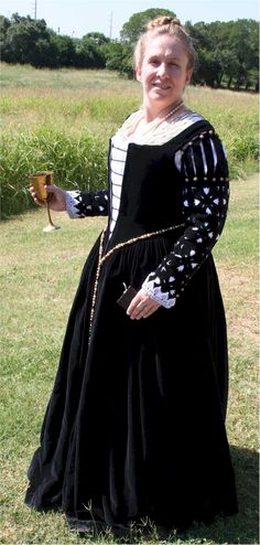 Italian Showcase - Susan at the Realm of Venus:  A Venetian Gown in the Style of  the 1560s