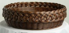 Basket with lovely trim. Cane Baskets, Making Baskets, Baskets On Wall, Wicker Baskets, Sisal, Newspaper Basket, Newspaper Crafts, Basket Crafts, Bamboo Crafts