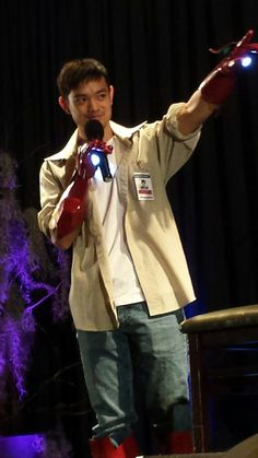 """Osric cosplaying as Iron Man. #IronTran #NJCon2014 Osric:""""...when the last scene on Supernatural happened, my world changed."""" Fan: """"Mine, too."""""""