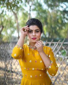 Shamna Kasim (Poorna) Actress Photos Stills Gallery Celebrity Gallery, Celebrity Pictures, Celebrity News, Stylish Girl Images, Interesting Faces, Girls Image, Actress Photos, Bollywood Actress, Indian Actresses
