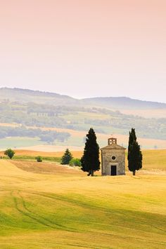 Cappella della Madonna di Vitaleta, Val d'Orcia, near San Quirico d'Orcia, Tuscany, Italy.