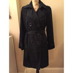 ♠️ black trench coat Excellent condition but has slight piling on the inside. Beautiful material London Fog Jackets & Coats Trench Coats