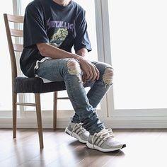 ⠀ #SimpleFits 📷 @prsk_sneaker ⠀ • Tee: #Metallica • Jeans: #EnNoir ⠀ •…