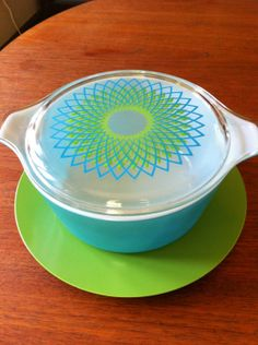 Spirograph Pyrex Promotional Round Cinderella Casserole with lid and memite plate 2 qt. Vintage Bowls, Vintage Kitchenware, Vintage Dishes, Vintage Glassware, Vintage Pyrex, Corningware Vintage, Vintage Tins, Rare Pyrex, Pyrex