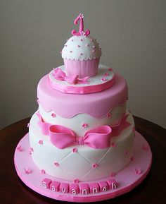Love this cupcake cake and how cute to have the baby's smash cake on the top