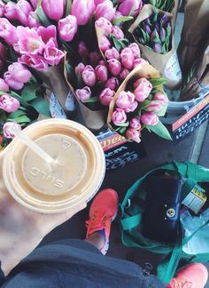 Iced coffee and fresh flowers are the perfect spring combination!