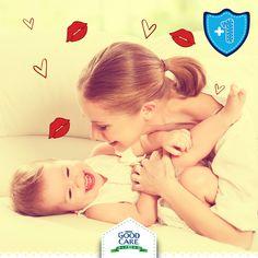 Conéctate con tu pequeño a través del juego. Hazle cosquillas y dale muchos besos y abrazos para que se sienta querido.