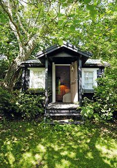 Keltainen talo rannalla: Rustiikkia ja kesätunnelmaa