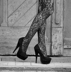 Thats Chic on so many levels! I'm in love and I think every woman should have a sexy pair of shoes and hot tights! :) Love love!