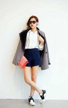 適合圓圈方包、異材質黑白流蘇鞋、深藍短褲、ASOS、NO BRAND、ZARA的穿搭