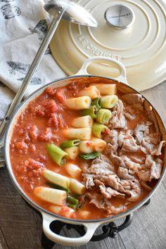 おうち鍋を格上げ❤「ねぎ豚イタリアン鍋」 #レシピ レシピブログ Chili, Curry, Soup, Ethnic Recipes, Japanese, Curries, Chile, Japanese Language
