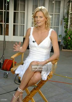 Charlize Theron Looks Totally Different with Baby Bangs - Celebrities Female Hollywood Actresses, Actors & Actresses, Mighty Joe, Charlize Theron Oscars, Atomic Blonde, Actrices Hollywood, Beautiful Actresses, American Actress, Pretty Woman