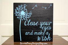 Signo de madera: cerrar los ojos y pide un por PaintedPeonyDesigns