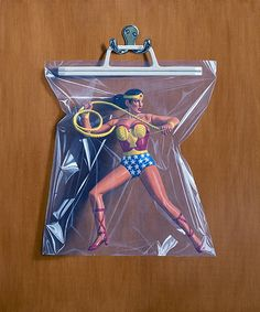 Simon Monk makes hyper realistic oil paintings on wood representing figurines of super-héros in plastic bags. Hulk, WonderWoman, Spiderman, no hero is forgotte Realistic Oil Painting, Watercolor Paintings For Beginners, Pablo Picasso, Hulk, Drawing Bag, Hyperrealism, Gcse Art, Batman And Superman, Catwoman