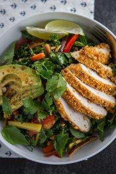 Crunchy Thai Peanut Chicken & Kale Salad by Lauren's Latest Kale Chicken Salad, Kale Salad, Soup And Salad, Fish Salad, Cauliflower Salad, Fruit Salad, Clean Eating Recipes, Healthy Eating, Thai Peanut Chicken