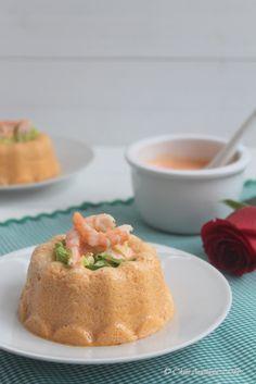 Pastel de merluza y gambas con salsa de piquillos