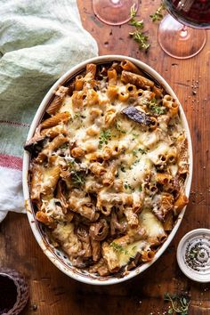 One Pot Creamy French Onion Pasta Bake. - Half Baked Harvest - - The ultimate cold weather comfort food. Think French onion soup, with the addition of pasta, a creamy sauce, and melty Gruyere cheese.so delish! Pasta Recipes, Dinner Recipes, Cooking Recipes, Fall Recipes, Noodle Recipes, Gourmet Food Recipes, French Food Recipes, One Pot Recipes, French Vegetarian Recipes
