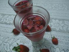 Cantinho delicioso: Gelatina de morango com creme de leite