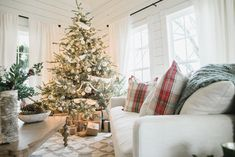 Living Rooms At Christmas - Fixer Upper Chip And Joanna Gaines Holiday Decorations Christmas Time Is Here, Merry Little Christmas, Cozy Christmas, Country Christmas, Christmas And New Year, All Things Christmas, Christmas Holidays, Christmas Decorations, Xmas