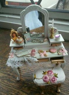 9 July 2012: Sold on eBay for £30. Miniature Rooms, Miniature Crafts, Miniature Furniture, Doll Furniture, Dollhouse Furniture, Victorian Dolls, Victorian Dollhouse, Diy Dollhouse, Dollhouse Miniatures