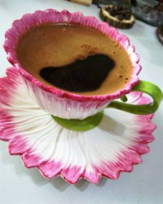 The paintings, photographs, illustrations . We are liberated by what we receive, but we are prisoners, we reject. That is the secret of happiness! Good Morning Coffee, Coffee Break, I Love Coffee, Best Coffee, Cafe Cup, Community Coffee, Coffee Music, Italian Coffee, Coffee Pictures