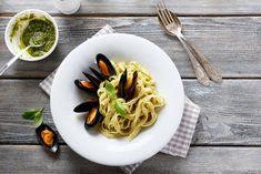 Rica pasta con mejillones con vino blanco, hierbas, y un toque de picor.