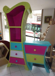 Un meuble coloré pour un univers Salon de Thés qui l'est tout autant