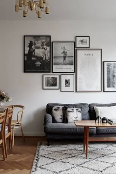 Gorgeous mid century inspired living room with gallery wall. It's simple but… Beautiful, mid-century inspired living room with gallery wall. Decoration Inspiration, Interior Inspiration, Decor Ideas, Design Inspiration, Living Room Designs, Living Room Decor, Living Rooms, Dark Sofa Living Room, Living Room Gallery Wall