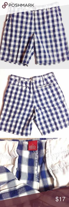 "IZOD Mens Luxury Sport Checkered Shorts Product Features: Blue and white checkered/ plaid pattern Sz 34 2 front pockets, 2 back pockets Button and zipper fasten Belt loop 100% cotton  Measurements  (lying flat - across the front): Waist - 17"" Hips - 19"" Thigh -14"" Inseam - 9.25"" Rise - 12"" Hem - 12"" Izod Shorts Flat Front"