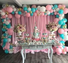 The decoration with balloons is increasingly sophisticated and charming. There are many creative ideas and good taste to leave any super special party. Girl Baby Shower Decorations, Balloon Decorations, Baby Shower Themes, Birthday Party Decorations, Decoration Party, Party Themes, Shower Party, Baby Shower Parties, Deco Candy Bar