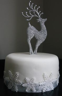 Reindeer Christmas cake by cakebysugar, via Flickr