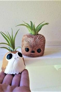 These micro Porg and Chewbacca air plant holder set is too cute! The perfect Star Wars fan gift ideas. #ad #starwars #planter #flowerpot #porg #chewbacca #giftset #giftideas #geek #cutestarwars #homedecor #fangift