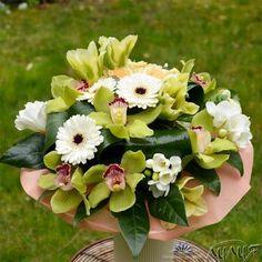 Букет с бели гербери и орхидеи цимбидиум