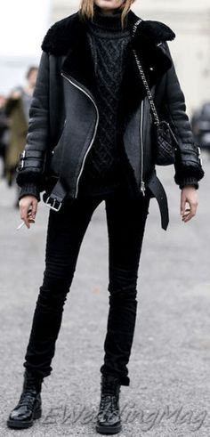 Comfy Winter Casual Outfits with Jeans For Women Cute Outfits With Jeans, Winter Outfits Women, Casual Winter Outfits, Jean Outfits, Best Leather Jackets, Leather Jacket Outfits, Long Sweaters For Women, Casual Sweaters, Light Jeans Outfit